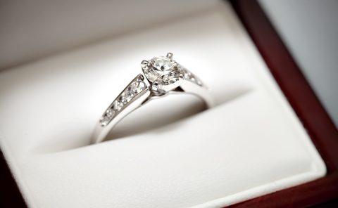 Diamond ring with small diamond details