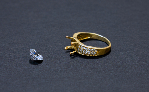 Diamond jewel fell out of a gold ring